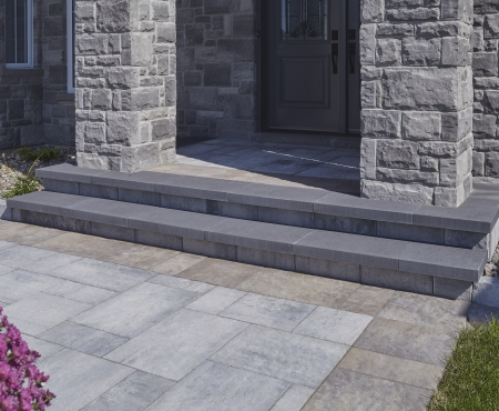 Stone: Artiste, Marble Gray Walkway: Rialto 50mm, Marble Grey with Mackinaw Step treads: Oasis, Onyx Garden border: Castlerok 2 Curb, Greystone