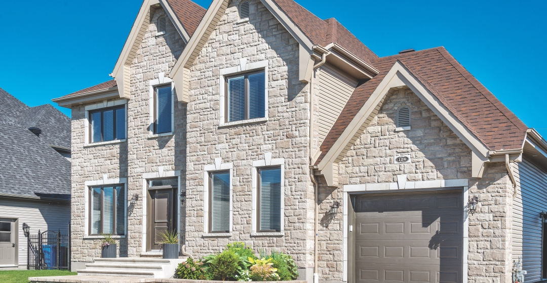 House using Artiste Shoreline by Brampton Brick