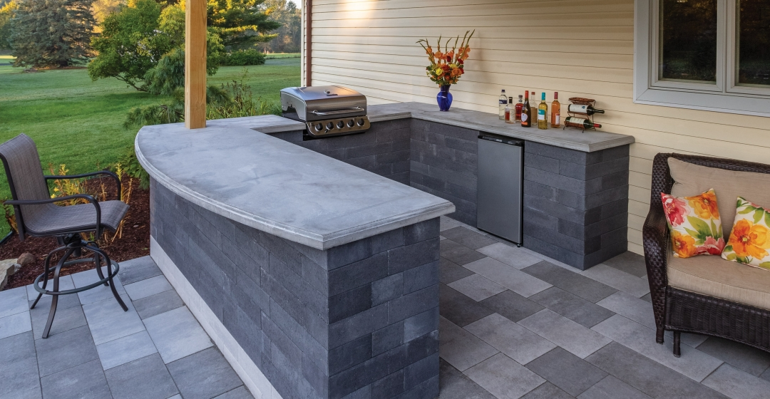 Outdoor Kitchen using Modan and Molina 60mm products from Brampton Brick
