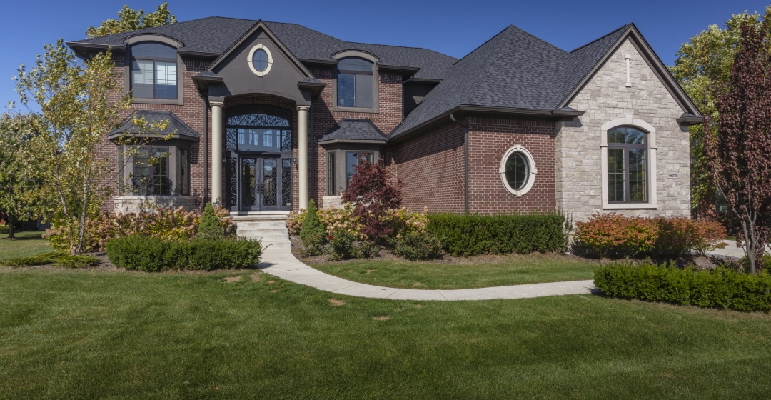 House using Vivace and Crossroads Series products from Brampton Brick