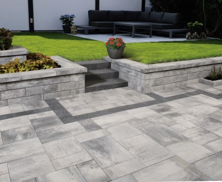 Patio with wall and curb using Nueva 150 Wall, Nueva Slab, and Nueva Step products from Brampton Brick
