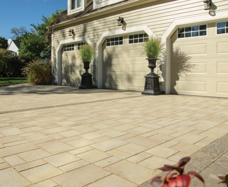 Driveway using Enviro Midori and Hydr'eau Pave products from Brampton Brick