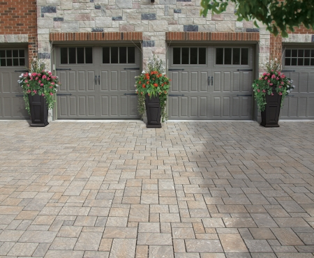 Driveway using Hydr'eau Pave products from Brampton Brick