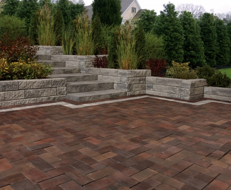 Patio with stairs and wall using Gardenia Linear, Market Paver and Aria Step products from Brampton Brick