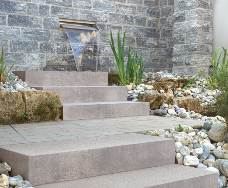 Steps with fountain using Nueva® Step product from Brampton Brick